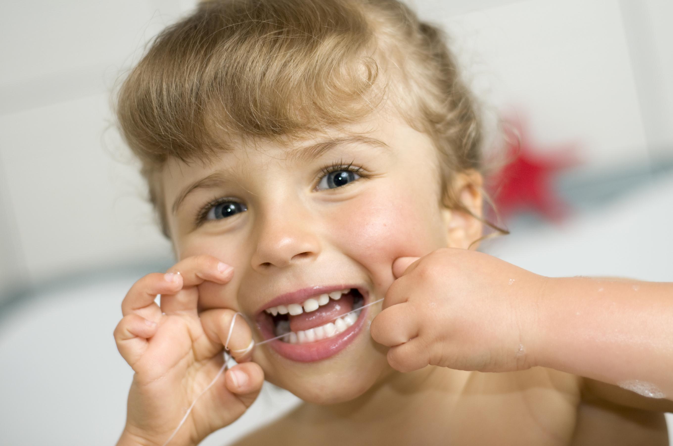 come-lavare-denti-bambini